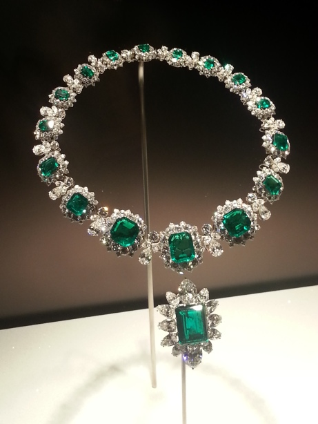 Necklace, 1962, with pendant/brooch, 1958 Platinum with emeralds and diamonds Necklace: 37 x 2.7 cm Pendant/brooch: 4.9 x 3.4 cm Formerly in the collection of Elizabeth Taylor Bulgari Heritage Collection, inv. 6676 N2169, 347870 P393