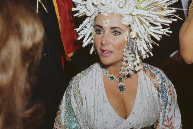 "Liz Taylor wearing the Bulgari ""green set"""